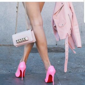 💗Christian Louboutin Pink Pumps💗